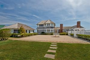 AUTUMN'S CHILLY WEATHER HASN'T COOLED DOWN SUMMER DEMAND:  RECORD-SETTING BEACH HOME SOLD IN NARRAGANSETT