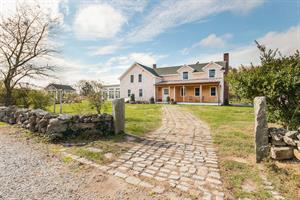 MATUNUCK HOME SELLS AT FULL ASKING PRICE  AFTER JUST THREE DAYS ON THE MARKET